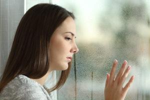 悲しい女性