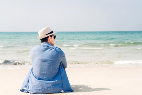 男性 砂浜