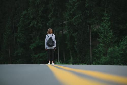 道路 たたずむ