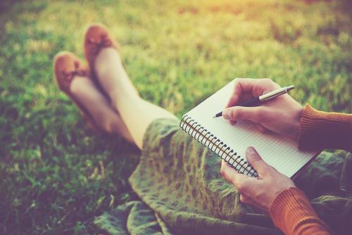 草原 ペンと紙