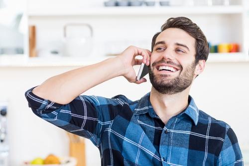 電話する 男性