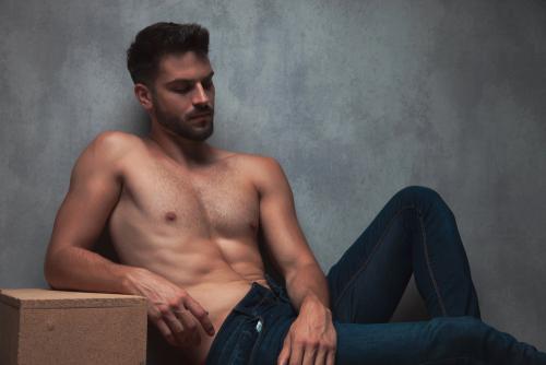 半裸の男性
