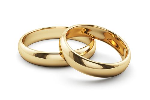 二つ並んだ結婚指輪ペアリング
