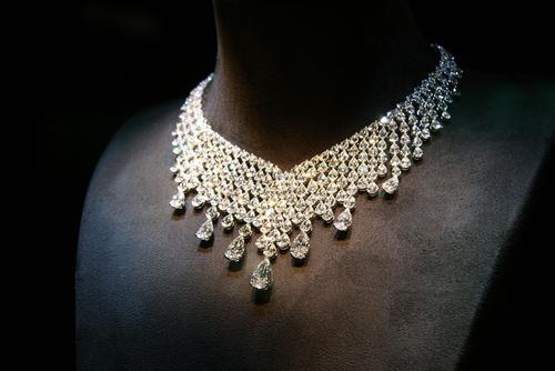 豪華なダイヤモンドネックレス