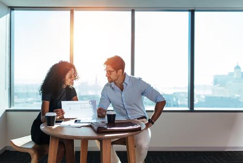 女性と仕事する