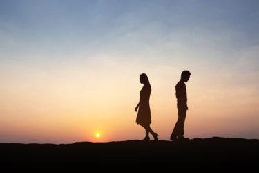 別れたあとの男女の違い。失恋後それぞれの特徴的な行動から男性と女性で異なる心理が見えてくる